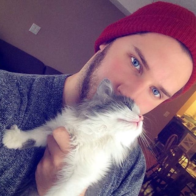 Pin On Hot Dudes With Cats