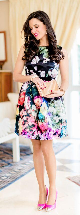 Vestido lady con flores Crimenes de la Moda - floral dress Sheinside - zapatos de tacón rosa fucsia - pink heels - pink gold clutch