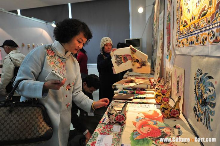 Visitors take in folk art and crafts on show at the National Folk Arts and Crafts Exhibition held at the Hunan Arts and Crafts Vocational College, in Yiyang, Hunan province, Nov 15.