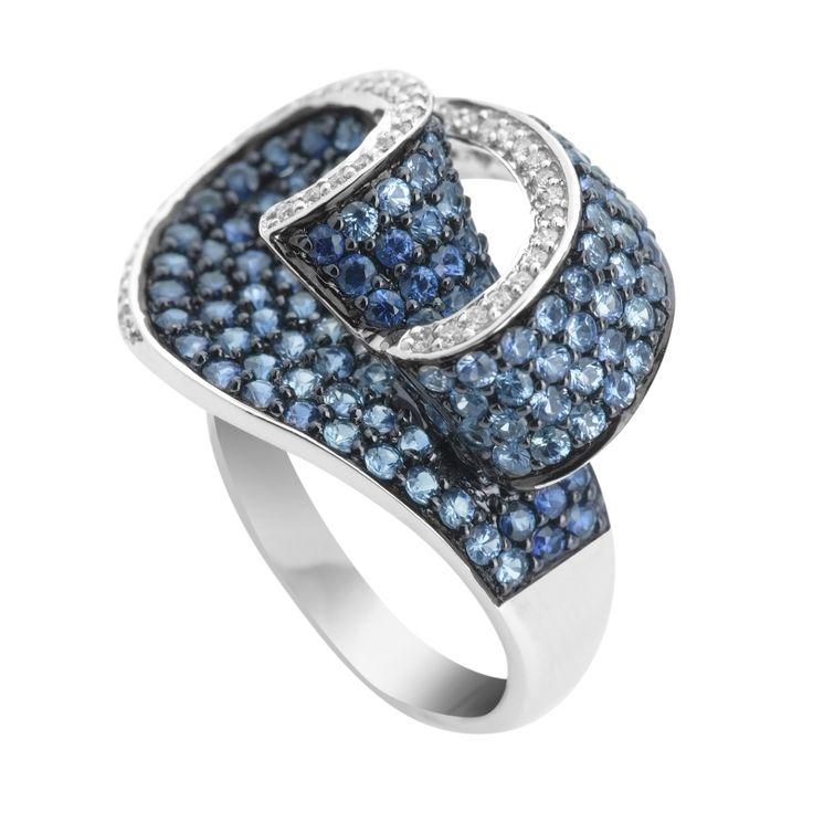 #oro #anillo #sortija #joya #diamante #zafiro #borneojoyas #joyeria #lujo Sortija de oro blanco con zafiros y diamantes, y con un peso total de diamantes de 0,19 Quilates