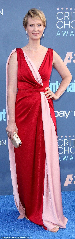 Il y avait un défilé de robes glamour sur le tapis rouge des prix de la critique, avec quelques-uns des plus grands noms dans le cinéma et la télévision pour lancer la saison des récompenses &laquo…