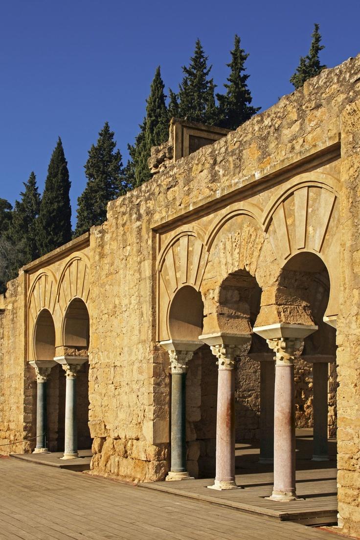 La casa de los visires se compon a de cinco amplias naves - Medina azahara decoracion ...