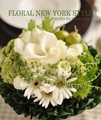 rond boeket i.p.v. witte calla's kunnen hiervoor in de plaats ook paarse met wat paarse orchideeen of rozen