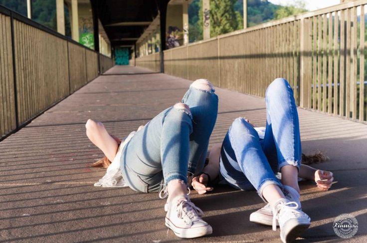 Freundschaft Neckargemünd Eisenbahnbrücke Kinmara Fotografie #friends #germany #neckargemünd #deuschland #freunde #freundinnen #freundschaft #frienship #double #entspannt #relaxed #eisenbahnbrücke #heidelberg #eisenbahn #railway #bridge #kinmara #fotograf #photographer