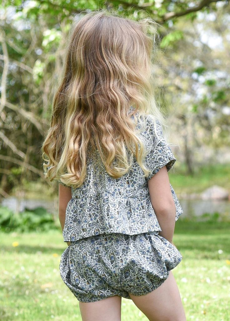 Girl handmade paisley bloomer and over size crop top baby and toddler 0-6 www.lezalie.com canadian store