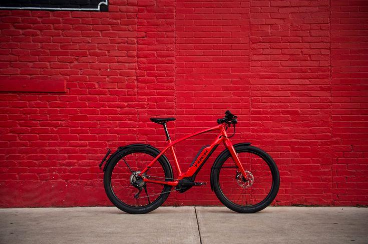 Che bisogno c'è di anticipare la sveglia quando il tragitto per andare a lavoro può diventare un sogno? Grazie alla Super Commuter + ogni percorso diventa un piacevole viaggio e sarà impossibile arrivare in ritardo agli appuntamenti. Grazie alla fusione perfetta delle più avanzate tecnologie e-bike made in Trek e la batteria Bosch più potente, …