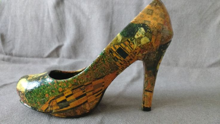 Klimt Shoes - side . Decoupage technique. Hand-made. Pattern: The Kiss and The Lady in Gold by Gustav Klimt.