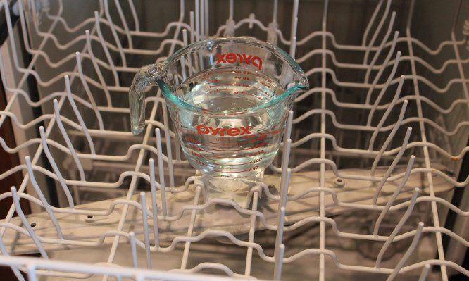 Μοναδικό κόλπο για να καθαρίσετε και να απολυμάνετε το πλυντήριο πιάτων