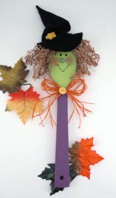 Cute Witch made of a wooden spoon.  Add raffia for hair and a felt witch hat.