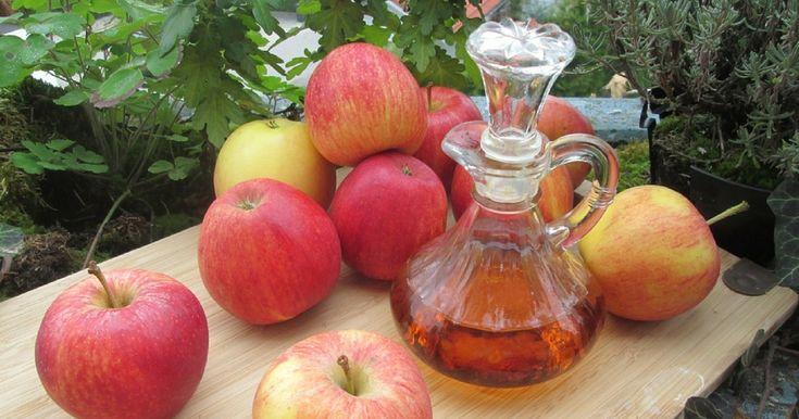 L'aceto di sidro di mele si rivela una fonte prezionsa di vitamine e sostanze minerali, tanto da poter essere usato per ben 18 rimedi naturali.
