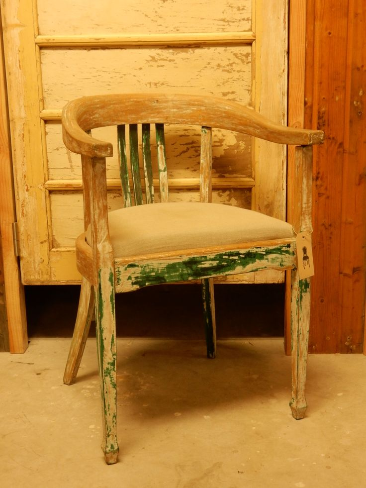 chair with linnen upholster