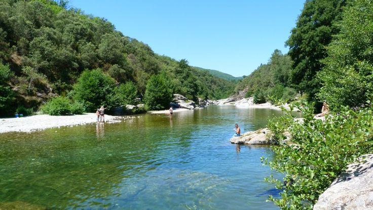 ... une plage privée dans notre camping avec rivière un camping - Visit WebtalkMedia.com for info on blogging!