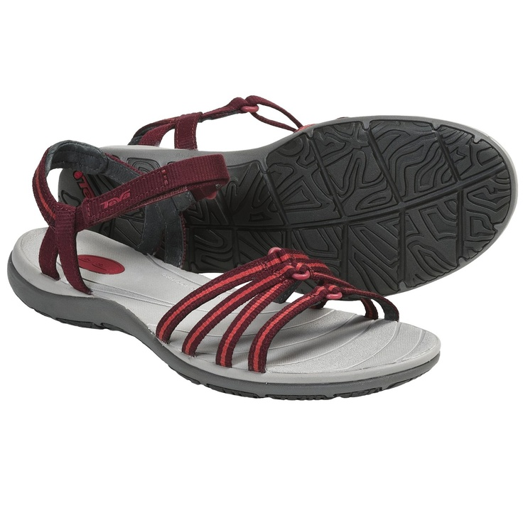 As easy going and comfortable as an island vacation, Tevas Kokomo sandals feature a cushy, anatomic footbed and foot-securing straps over the instep and around the ankle for all your summer wanderings.