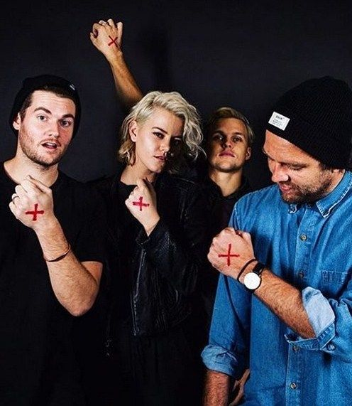 hillsong christian dating 7 rumors, theories & strange facts about hillsong church theories & strange facts about hillsong church hillsong is a christian church with a strong emphasis.