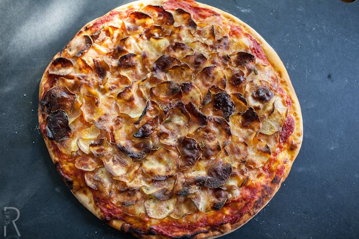 #Vegan Crispy Potato Pizza... i would make this and share it with NO ONE. #nom