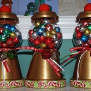 Terra-cotta gumball - Awee it's got little ornaments inside!! =)