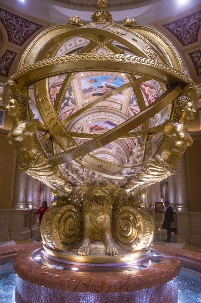 Una de las obras artísticas en el interior del hotel y casino #Venetian en #LasVegas. Con más de 4.000 suites, este elegante sitio de la ciudad del pecado es uno de los hoteles más famosos del mundo. http://www.bestday.com.mx/Las-Vegas-area-Nevada/