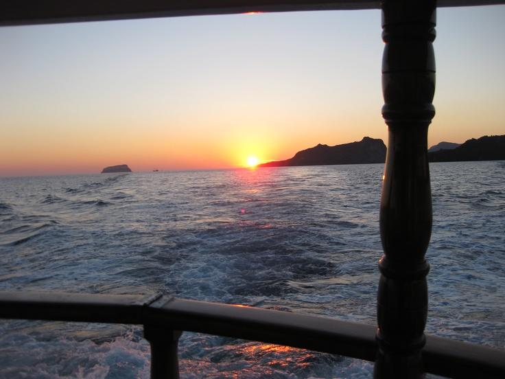 Sunset sail, Santorini