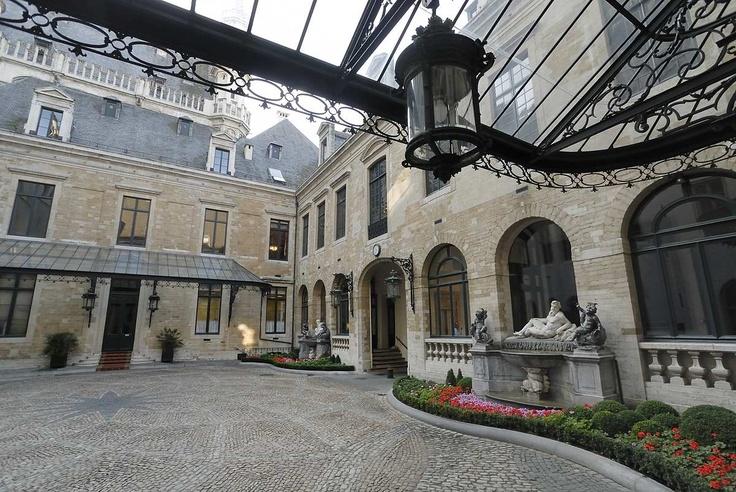 Cour int rieur h tel de ville binnenkoer stadhuis for Interieur belgique