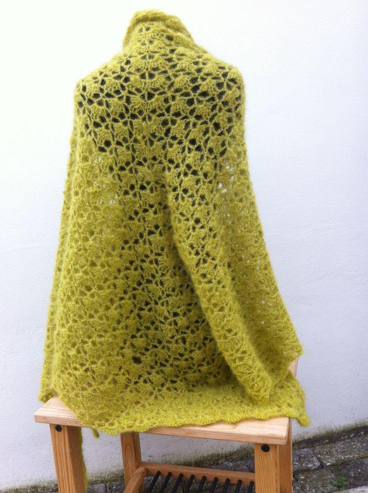 Gehaakte omslagdoek gemaakt van 100% Mohair met zijde.