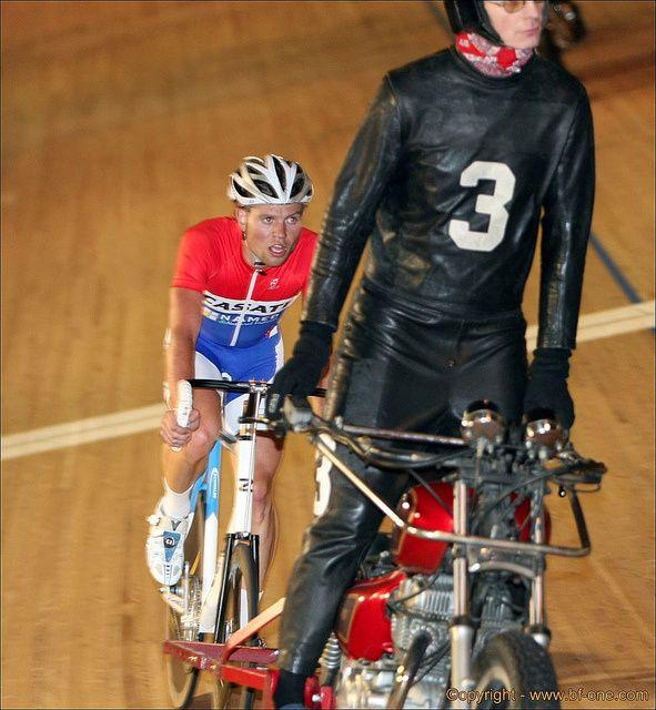Voir toutes les notifications sur STAYER -FR : Le blog 100 % demi-fond et derny Ce blog traite de l'actualité et de l'histoire des courses cyclistes derrière derny et de demi-fond. Il est également le site des livres sur l'histoire du cyclisme sur l'autodrome...