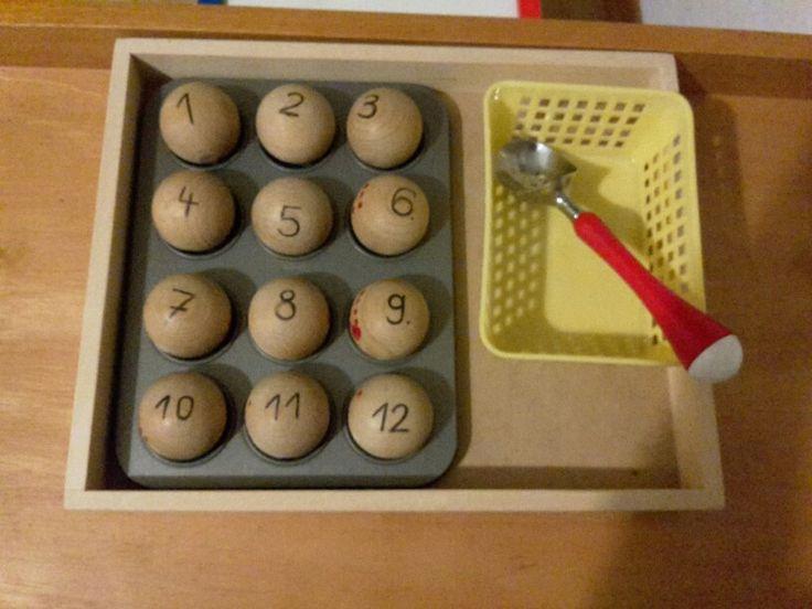 Montessori Material ( Spielzeug )  - Kugeln mit einer Eiskelle umschöpfen