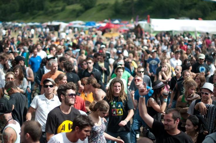 Big crowd at Burning Mountain Festival! yeehaw