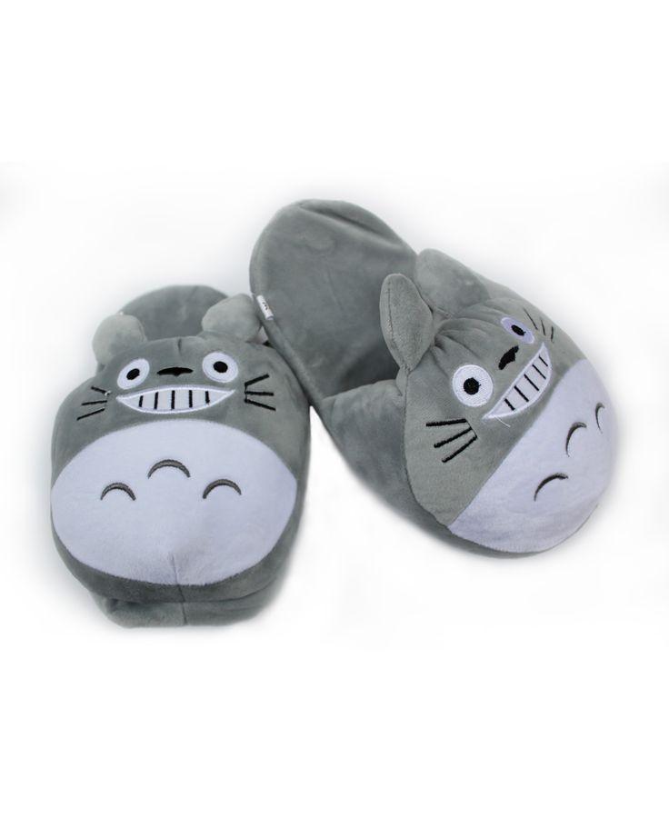 Zapatillas de peluche con la cara de Totoro 22€   pikapikashop.com   #totoro #zapatillas #myneighbortotoro #kawaii #love #cute #pikapikashop #barcelona