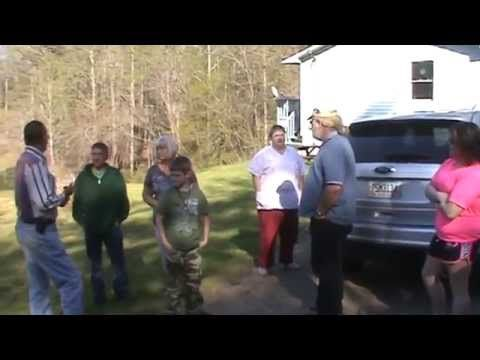 Mr Billy Redden at the site of the banjo scene in the movie Deliverance. - YouTube