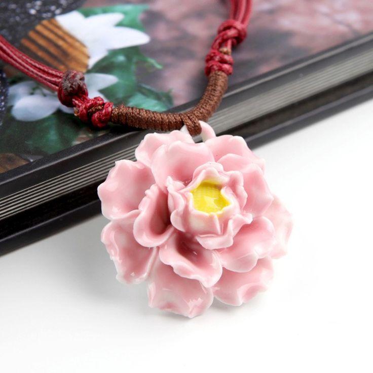 Kette mit Keramik-Blumen-Anhänger - Jetzt reduziert bei Lesara