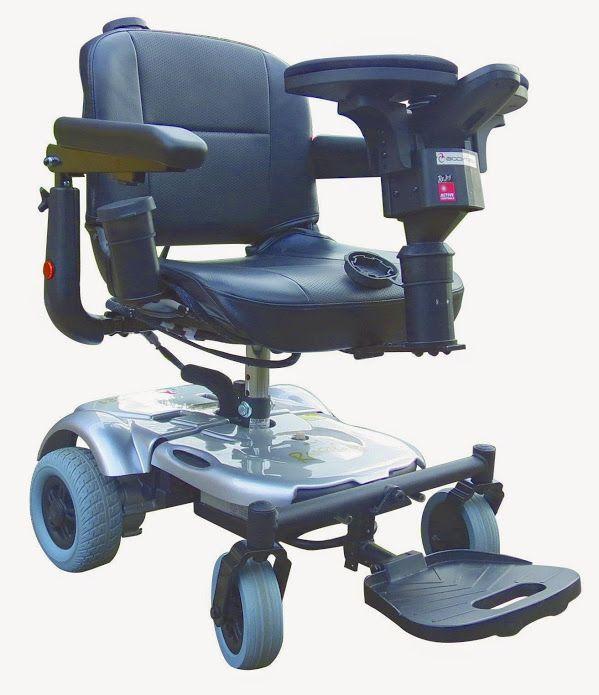 La carrozzina elettronica per interni/esterni P321 Hybrid è stata progettata per utenti attivi ed indipendenti. E' leggera e può essere smontata facilmente in 3 parti (la più pesante delle quali pesa solo 15 chili) per semplificare il trasporto nel bagagliaio dell'auto. P321 Hybrid è la scelta ideale per le persone che utilizzano la carrozzina prevalentemente in interni o che desiderano avere una seconda carrozzina maneggevole e facilmente trasportabile. L'abbinamento con ReJoy o JoyBar Std…