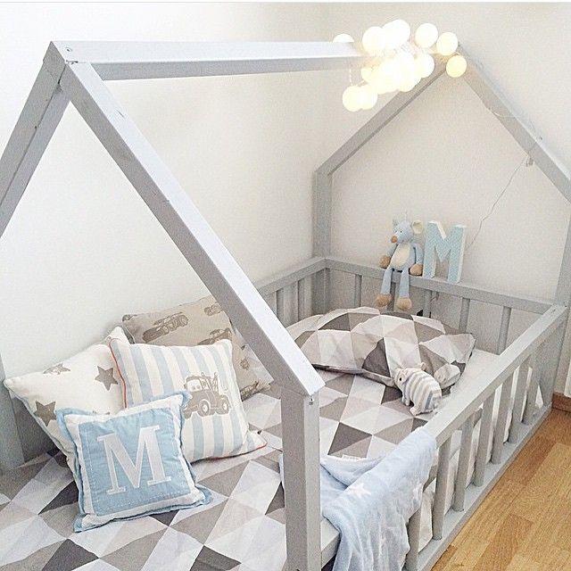 Vilken mysig säng! @matheoochnoelle ❤