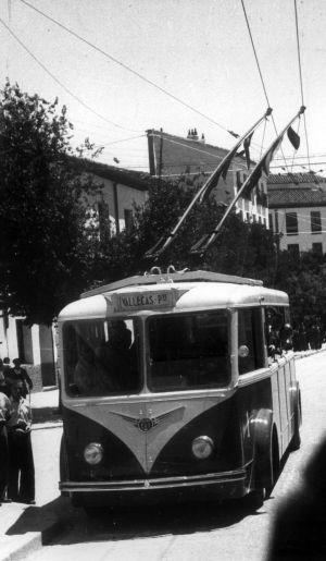 TROLEBUS EN LA AVENIDA DE LA ALBUFERA (Vallecas) - 1957