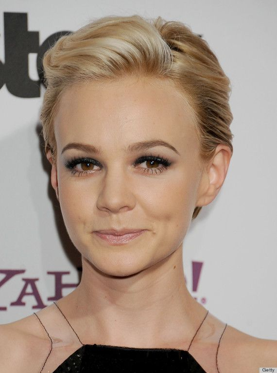 Carey Mulligan Pompadour hair to get for spring with pink hairs