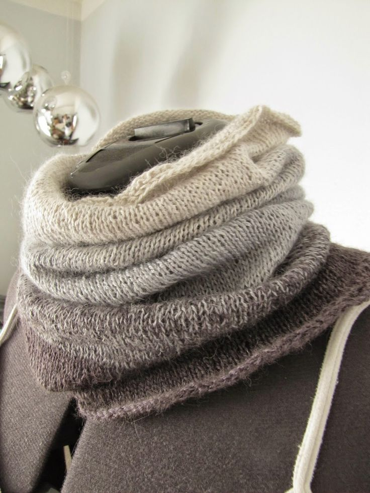 Ombre cowl - free knitting pattern