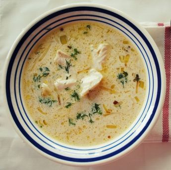 Bardzo rozgrzewająca, chrzanowo-porowa zupa rybna z kawałkami szczupaka. Pory i szczupak są podsmażane na maśle, więc można ją śmiało nazwać zupą maślano-chrzanowo-porową. Jeśli chcecie aby zupa była bardziej sycąca, można z wyjętego z wywaru szczupaka zrobić pulpeciki rybne, takie jak w przepisie na kuleczki z łososia. Przepis bierze udział w …