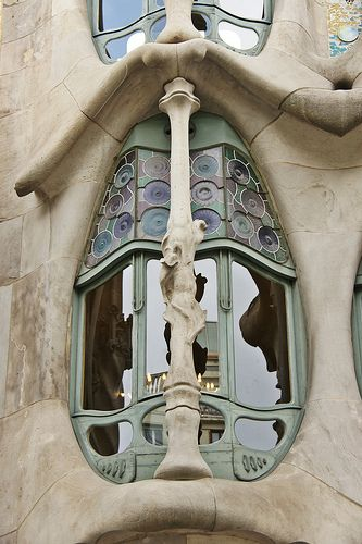 @PinFantasy - Casa Batlló, Barcelona, Spain. 1906. Antoni Gaudi ~~ For more:  - ✯ http://www.pinterest.com/PinFantasy/arq-~-antoni-gaud%C3%AD/