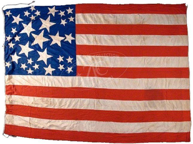 33 Star U S Grand Luminary Flag Ca 1859 1861 Dating From 1859 To1860 33 Star United States Flags Were Used Civil War Flags Civil War American Folk Art