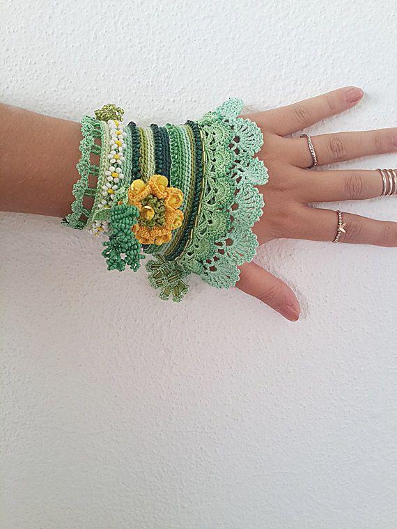 FreeForm häkeln häkeln-Manschette Manschette Armband, Perlen Armband, häkeln Schmuck, bunte häkeln Armband Manschette, Freeform häkeln Armband Manschette, von SESIMTAKI