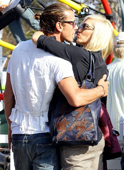 Gavin Rossdale and Gwen Stefani — who celebrated their ten-year wedding anniversary last month — smooched at Shawn's Pumpkin Patch in L.A. Oct. 21