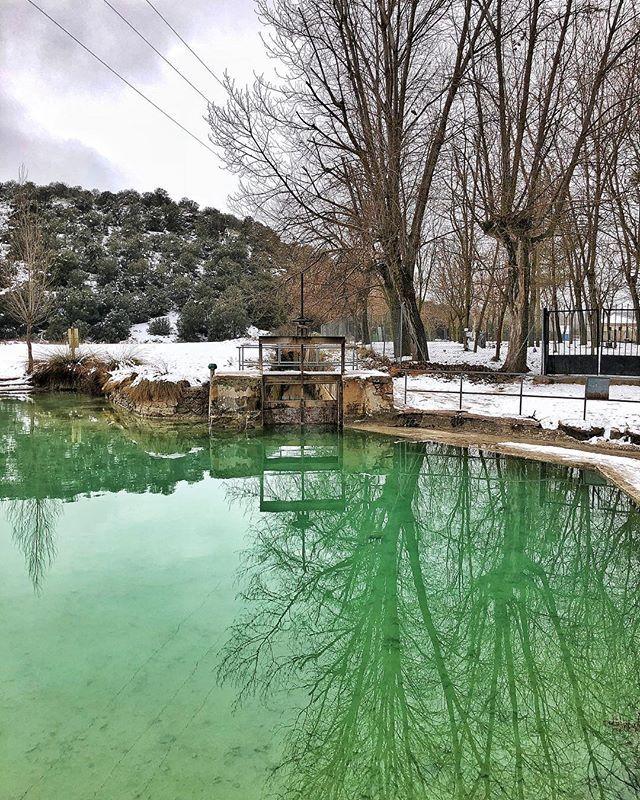 Blanco Y Verde White Green Bano De Las Mulas Laguna Tomilla