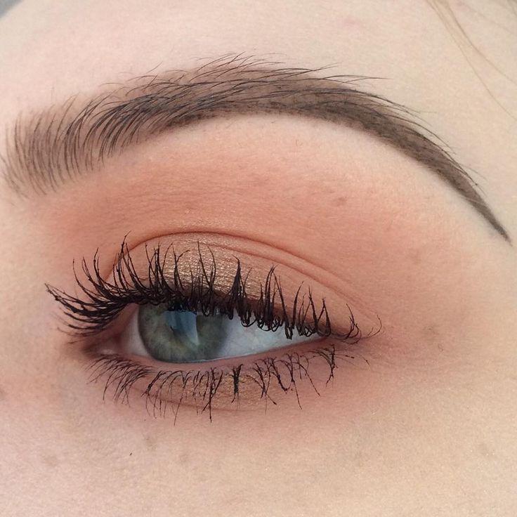 """From a few days ago ✌️ #kryolan - eyeshadow in cherrywood, #maccosmetics - eyeshadow in woodwinked and #catrice - lipliner in nude'religion #makeup…"""