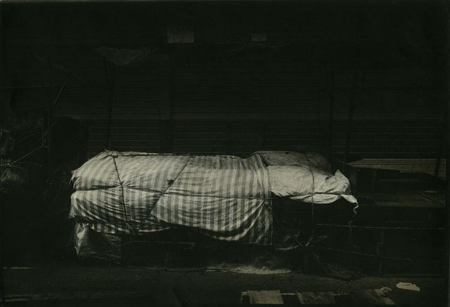 """Fernell Franco, Série """"Amarrados"""", 1976, tirage d'époque rehaussé par l'artiste"""