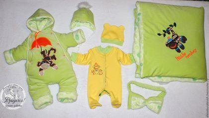 Купить или заказать Маленькая веселая обезьянка в интернет-магазине на Ярмарке Мастеров. Комплект на выписку для зимнего малыша или малышки.'Маленькая веселая обезьянка'. Материалы: велюр(верх одеяла и комбинезона),белый искусств. мех(подкладка в комбинезоне),интерлок( тонкие слип,штанишки,боди,шапочка),,двусторонняя махровая ткань (полотенце для купания с уголком,р-р 1*1м) -Теплое одеяло на кнопках. Внутри утеплитель 300! можно при желании его убрать или добавить слой еще.