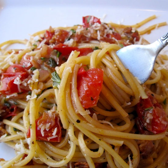 Fast & Easy Dinner: Bacon and Tomato Pasta - www.yumsugar.com