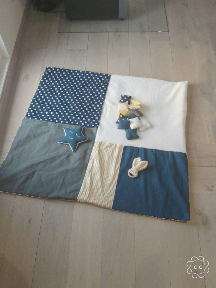 Tapis d'éveil sensoriel pour bébé - tapis de parc - Avec coussins tactiles et balle de préhension inspiré par Montessori de la boutique Mesbouillesabisous sur Etsy