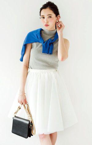 スカートにも合うノースリーブのタートルネック☆上品に見えるのがポイント♡夏ファッションのタートルネックコーデ参考♪