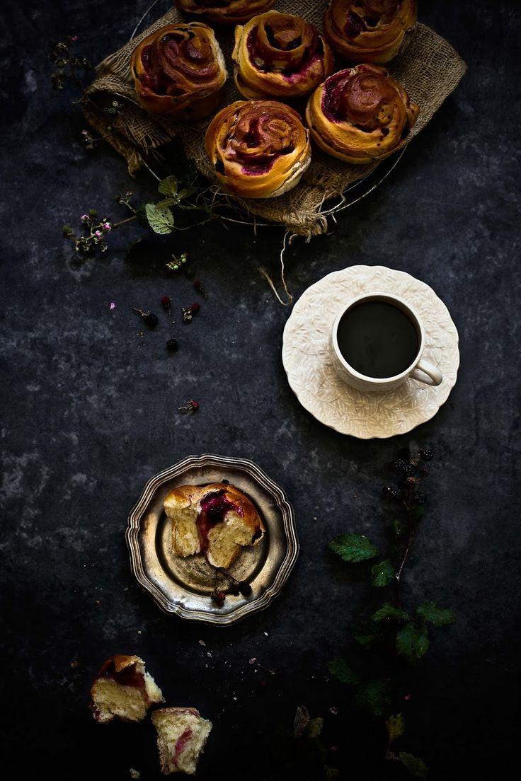 Brioches de amoras e chocolate branco # Blackberries and white chocolate brioches