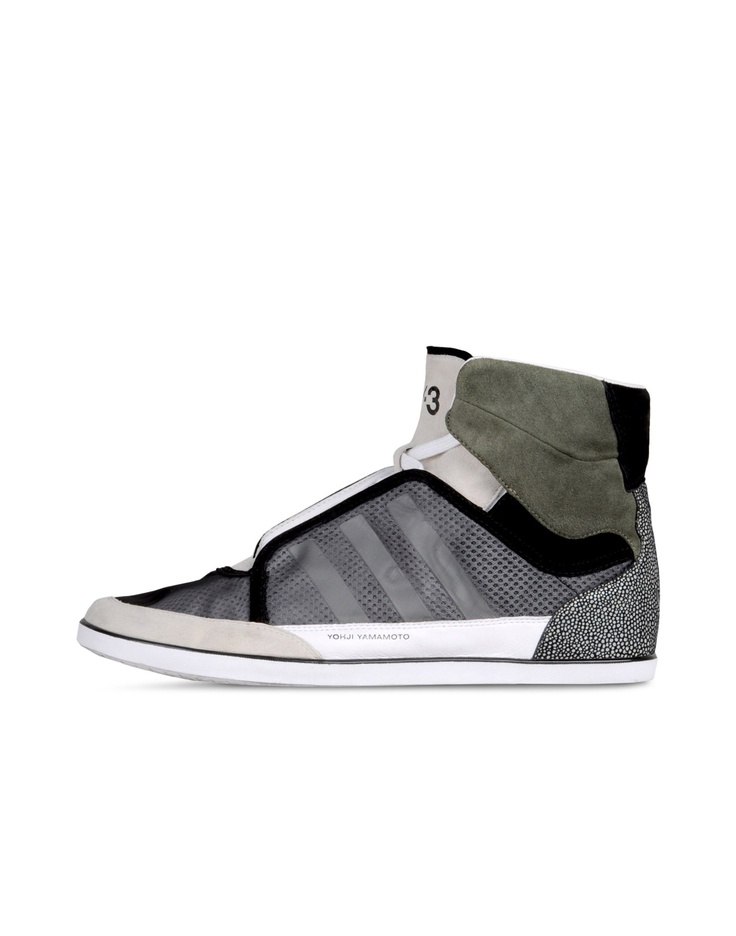 The @Y-3 Honja High is this season's mid-cut version of the popular Honja shoe. Upper: mono and air mesh with cow leather and goat suede accents. Lining: air mesh and pig leather.