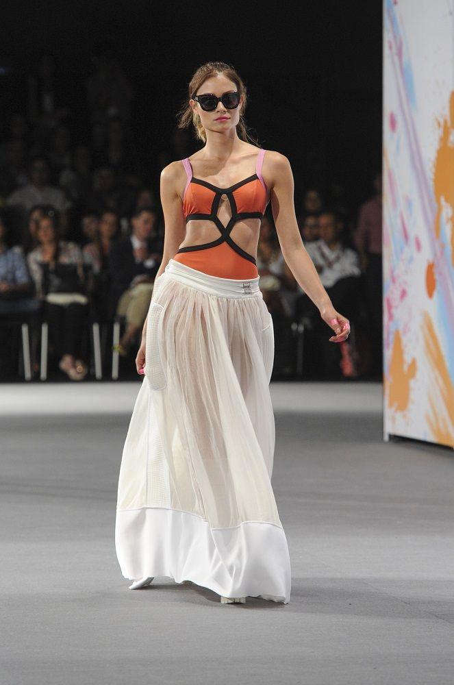 Pasarela Alcaldía de Medellín: Love Citizens / Colombiamoda 2014 / Orange swimsuit and white maxiskirt